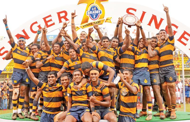 Royal College players Adithiya Weerasuriya, Rajindu Jayasuriya, Radesh Wijeratne,Samadhi Induwara, Fadhil Adahan, Achitha Radeeshan, Kevin Samarasekera, Lahiru Tillekaratne,Nipuna Yasojana, Kalindu Nandila, Migara Mihishanka, Thulaib Hassen (captain), Lehaan Gunaratne, Yasis Rashmika and Dulan Gunawardena celebrate winning the Bradby Shield after their match against Trinity College at the Royal Complex ground in Colombo yesterday.  Pic: Thilak Perera