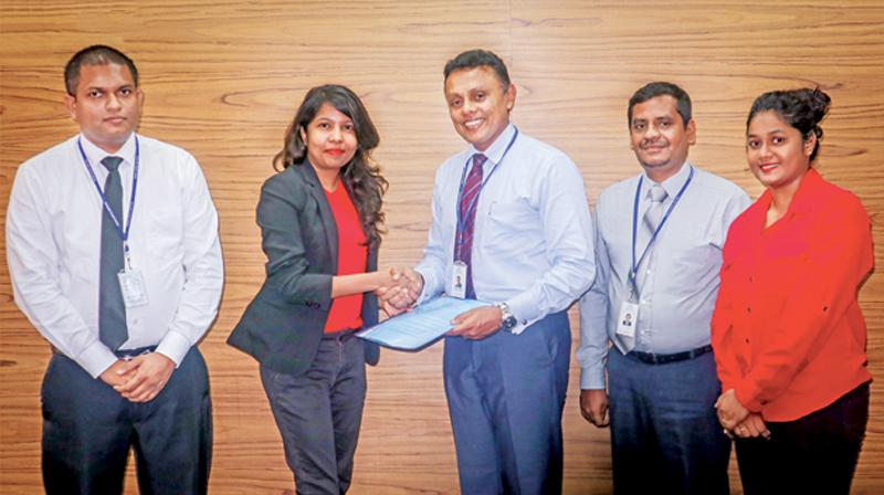 CEO, SLT Human Capital Solutions, Roshan Kaluarachchi exchanges the signed agreement with Director, Rede Solutions, Rajini Kannangara. Looking on from left are: Head of Human Resources, Legal and Administration, Diwan Ruwanpura and Manager HR, Nuwan Gamage, Assistant Manager, SLT Human Capital Solutions, Niroshani Selvadurai.