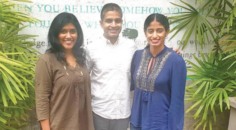 Kaishika Rodrigo and Aneeka Seneviratne with CEO, Leo Burnett, Sri Lanka,   Arosha Perera.