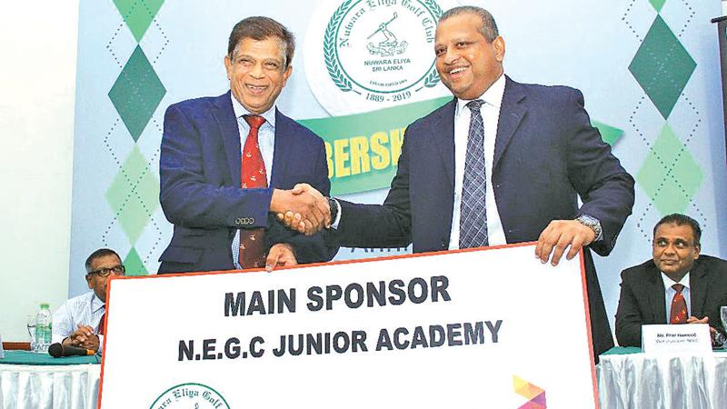Navin Pieris (right) Head of Business Broadband & Fixed Telecom Dialog handing over the sponsorship cheque to Maj. Gen. Srinath Rajapakse (president – NEGC) (Pic: Sulochana Gamage)