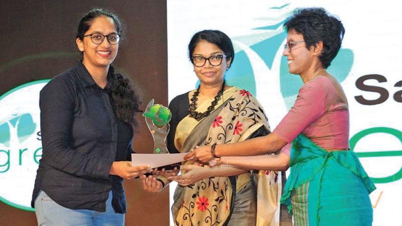 Udari Mohotti receiving her award