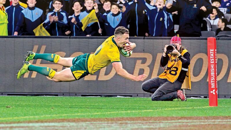 Australia's Nic White scores a try during the Rugby Championship Bledisloe Cup Test match against New Zealand All Blacks in Perth (AFP)