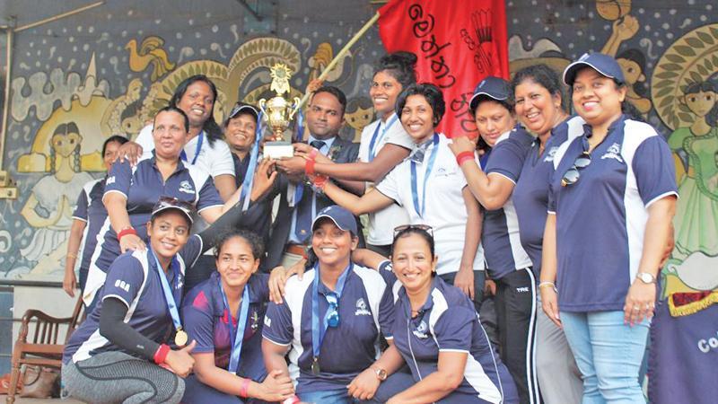 Captain of the Meththa House Jayathri Upendra receiving champions trophy from the chief guest Sports Info Chairman and Managing Director Thilan Rangana while members of the winning team Himali, Niroshani, Hansi, Sithumi, Sandali, Dilani, Dilrukshi, Shiromi, Ranoja, Samadi and Udayangani celebrate the occasion