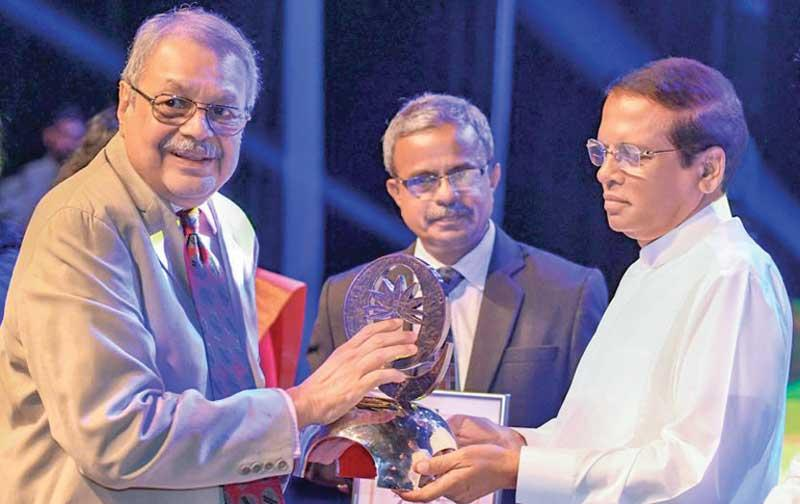 Group Chairman of Ceylon Biscuits Limited, Ramya Wickramasingha receives the National Quality Award from President Maithripala Sirisena.