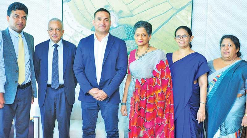 Chef  Peter Kuruvita with Minister Malik Samarawickrema, Deputy Minister Nalin Bandara, EDB Chairperson Indira Malwatte and officials.