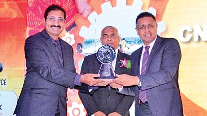 DFCC Bank DCEO Thimal Perera (right) presents an award to a winner in the large category.