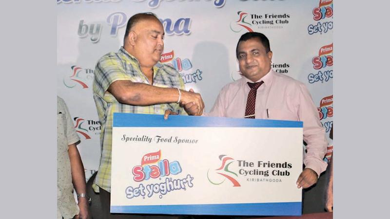 Dinesh Sumanachandra, Event Manger Ceylon Agro Industrial (left) handing over the sponsorship to the president of Friends Cycling Club Amal Rodrigo