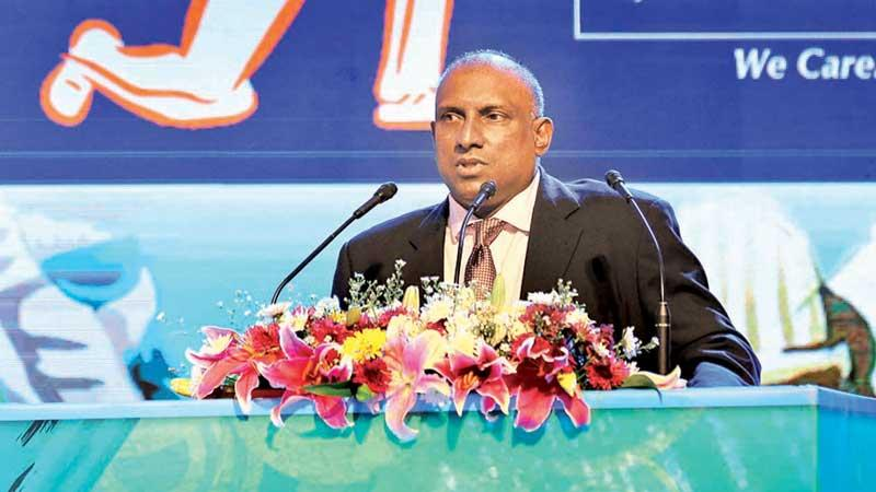 Aravinda De Silva addressing the award winners at the Sunday Observer-Mobitel Schoolboy Cricketer of the Year awards show at the Hilton Hotel in Colombo on Friday night