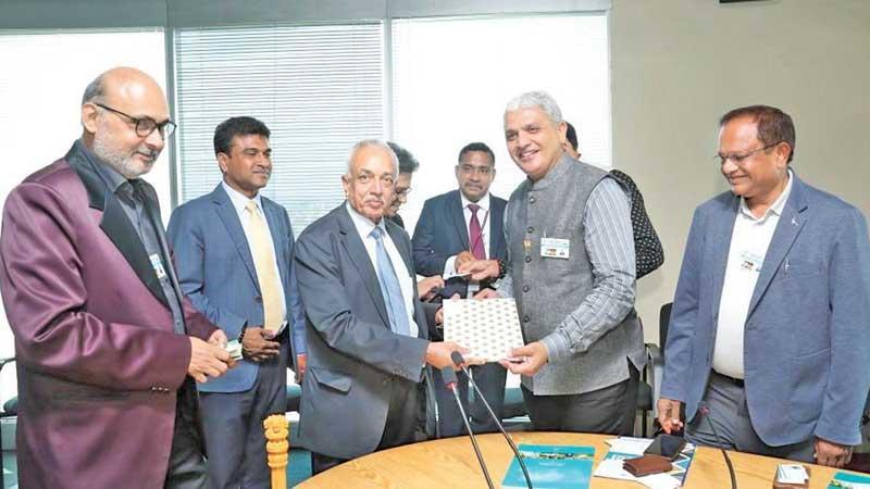 Minister Malik Samarawickrama and Deputy Minister Nalin Bandara with the Gujarat Chamber officials.