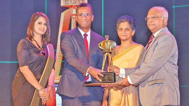 Teejay Lanka PLC Deputy CEO Pubudu de Silva (second from left) and the Company's General Manager EU Brands, Corporate Communication and CSR, Samadhi Weerakoon (extreme left) receive the award from Chairperson, EDB Ms Indira Malwatte and Justice D. J. de S. Balapatabendi.
