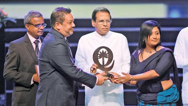 CBL officials receive the award from President Maithripala Sirisena.