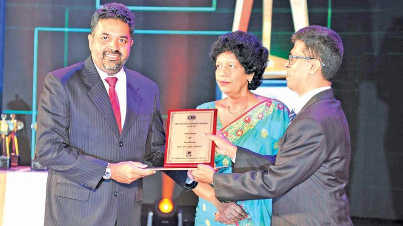 Co-Founder and Managing Director, Sysco Labs, Sri Lanka, Shanil Fernando, receives the Merit Certificate in the ICT Sector of the Sectoral Awards category at the Presidential Export Awards.