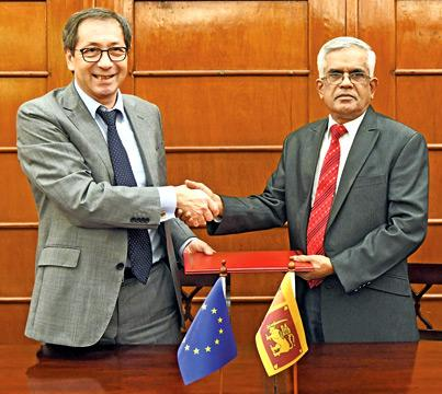 Finance Ministry Secretary Dr. R. H. S. Samaratunge exchanging the agreement with a European Union representative.