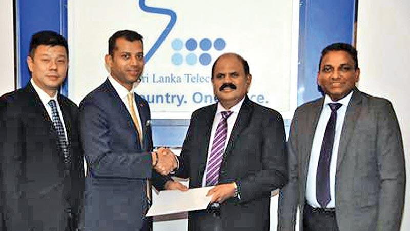 From left: VMware Nascent Markets Country Manager Daniel Choo, VMware Vice President and Managing Director, Southeast Asia and Korea, Sanjay K. Deshmukh, Sri Lanka Telecom Group Chairman P. G. Kumarasinghe Sirisena, Sri Lanka Telecom CEO Kiththi Perera after signing the agreement.