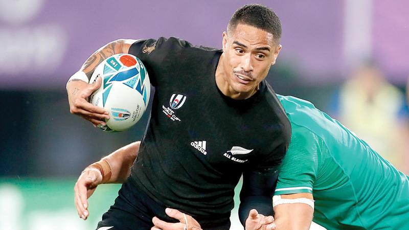 New Zealand's scrum-half Aaron Smith (L) runs through Ireland's flanker Josh van der Flier (AFP)