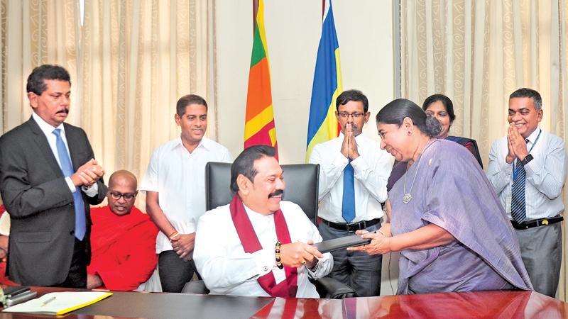 Prime Minister Mahinda Rajapaksa assumed duties as the Minister of Urban Development, Water Supply and Housing Facilities at Suhurupaya, Battaramulla on Friday (November 29). Pic: Thushara Fernando