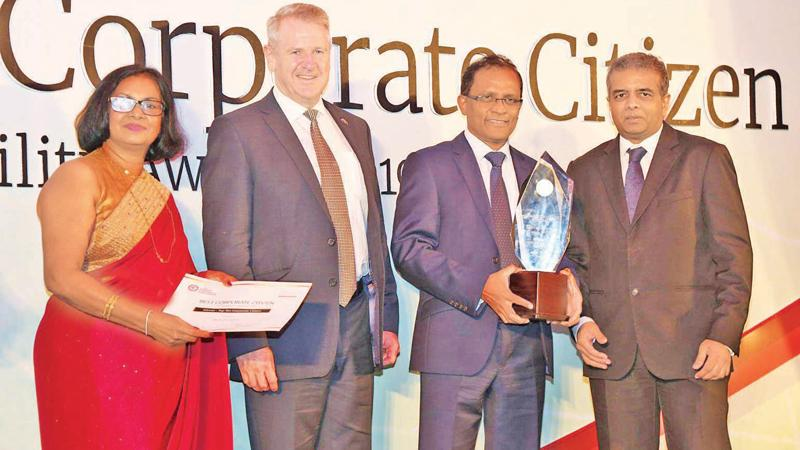 High Commissioner of Australia David Holly presents the 'Top Ten Corporate Citizen Award' to the Bank of Ceylon Chief Executive Officer/ General Manager Senarath Bandara.