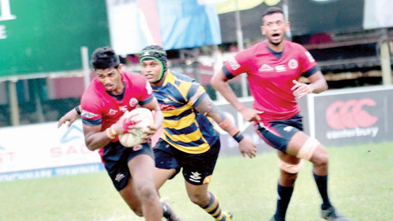 CR player Janindu Dilshan races for the try line beating the Army defence in their inter club League rugby match at Longden Place yesterday (Pic by Shan Rambukwella)