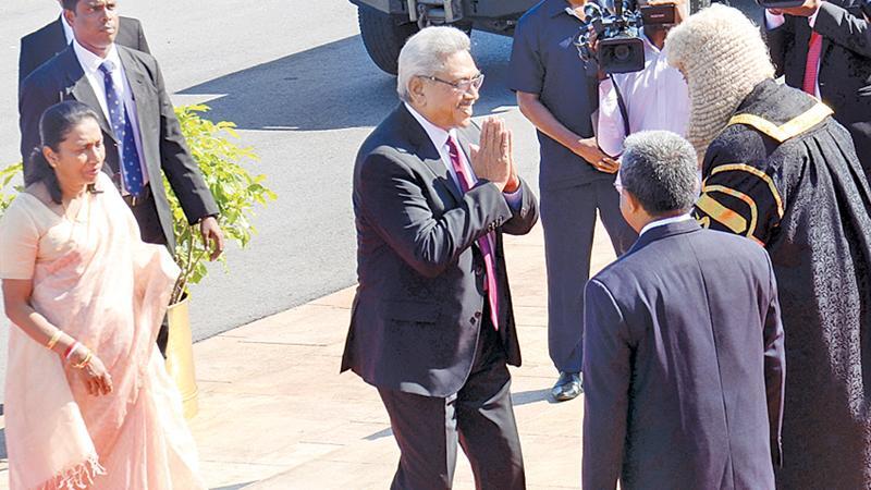 President Rajapaksa and First Lady Ioma Rajapaksa being welcomed by Speaker Karu Jayasuriya and Secretary General of Parliament Dhammika Dasanayake