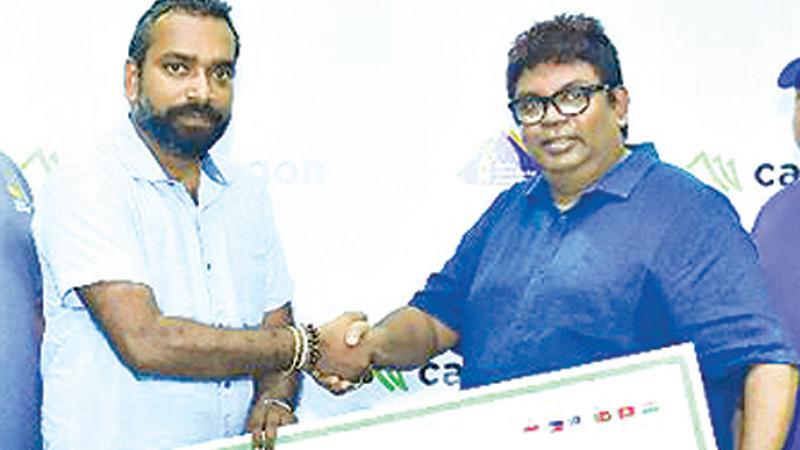 The sponsorship cheque presented to Hiran De Mel, head of Technical and Operations for Ceylon Indoor Cricket Association by Samila Fernando, CEO (Lendtech Lanka) Pic by Ruziak Farook