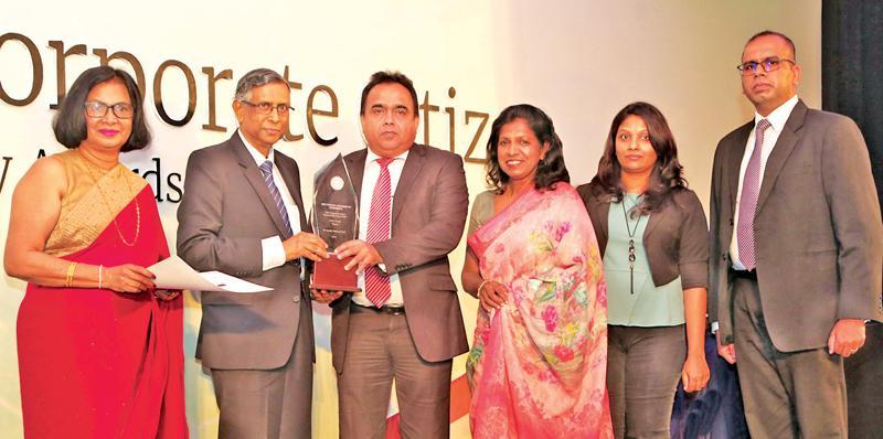 General Manager, SLT, Rohana Ellawala receives the award. Deputy General Manager, SLT, Ms. Nilanthi Jayakody, Assistant Manager, SLT, Nilmini Wijesinghe, Manager, SLT, Chandima Dharmadasa.