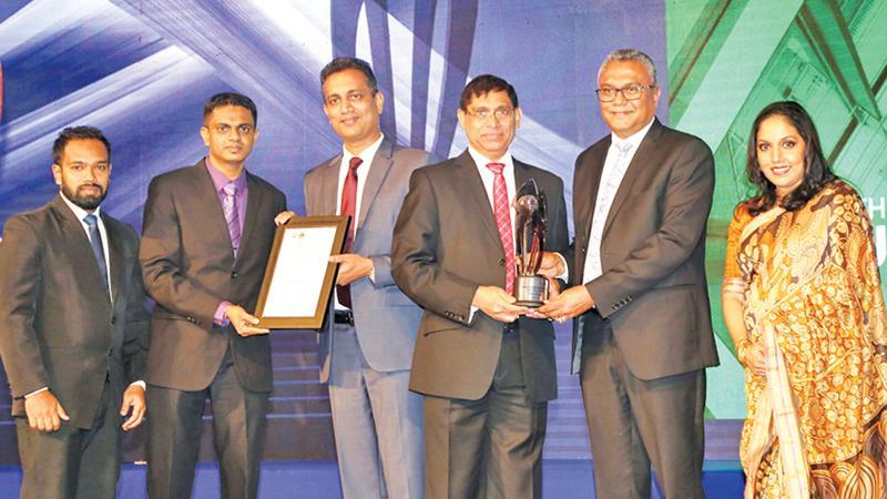 From left: Suresh Vidanage – Executive Compliance of Alumex PLC, Nuwan Gunawardana – Finance Manager of Alumex PLC, Heshana Kuruppu – Chairman of the Annual Report Awards Committee of CA Sri Lanka, Jagath Perera – President of CA Sri Lanka, Pramuk Dediwela – Managing Director of Alumex PLC and Dulani Fernando – CEO of CA Sri Lanka.
