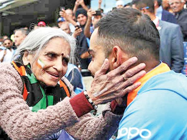 Charulata Patel meets Virat Kohli in this file photo