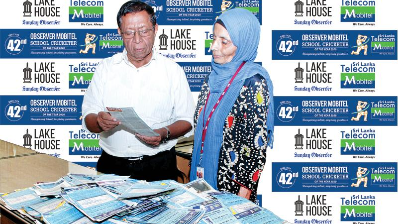 Senior Associate Editor Sunday Observer Dudley Jansz and acting Chief Sub Editor Rumaiza Nazeer, picking the Observer Mobitel School Cricketer Readers Coupon No. 5 at ANCL premises. Picture by Saliya Rupasinghe