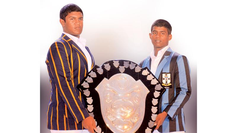 Thevindu Senaratne, Royal Captain (L) and Thevin Eriyagama, S. Thomas' captain hold the DS Senanayake Shield