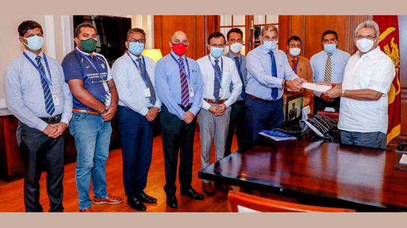 Chairman, Sri Lanka Telecom, Rohan Fernando handing over a cheque for Rs.50 millions to President Gotabaya Rajapaksa at the Presidential Secretariat on Friday. The Chief Executive Officer of Mobitel, Nalin Perera and other members of the Board of Directors were also present.