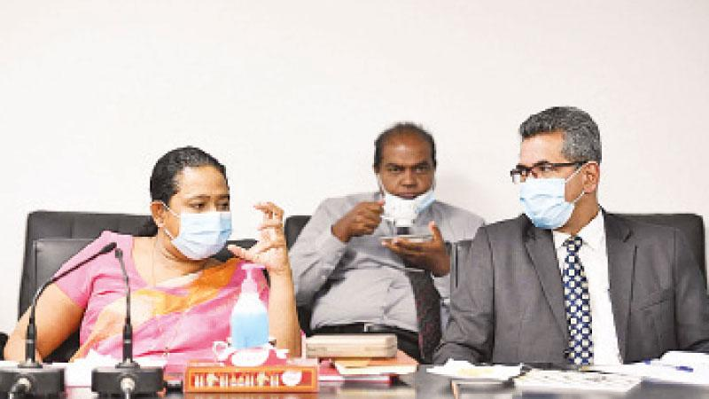 Health Minister Pavithra Wanniarachchi and Health Ministry Secretary Major General (Dr.) Sanjeewa Munasinghe at the meeting.