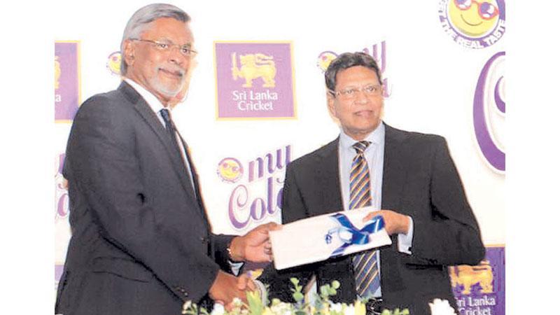 Sri Lanka Cricket secretary Mohan de Silva (right) and My Cola's managing director Mahinda Perera come together for a new innings (Pic by Saliya Rupasinghe)