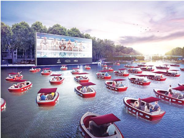 Paris residents recently enjoyed a movie while seated in electric boats on the River Seine (Credit: quefaire.paris.fr)