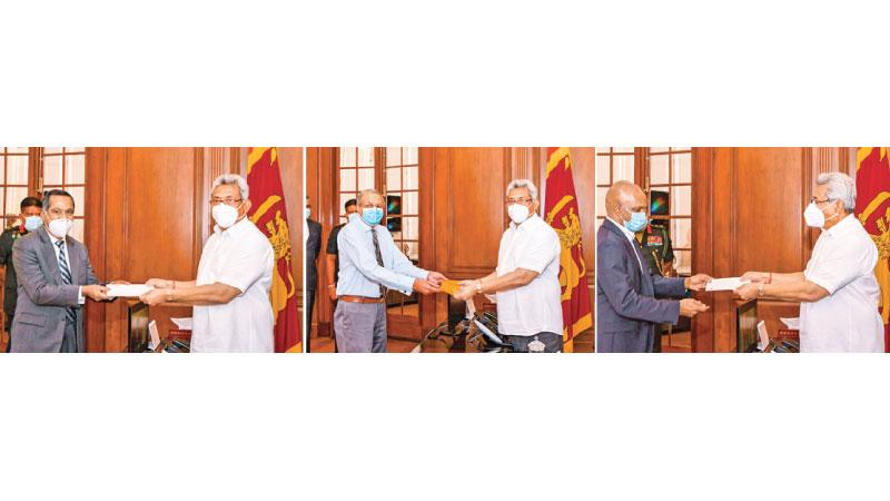 From left: Managing Director, Sampath Bank, Nanda Fernando,  Chairman, CBL Group, Ramya Wickramasingha and  Founder and CEO of WSO2, Dr. Sanjiva Weerawarana present the cheques to President Gotabaya Rajapaksa.