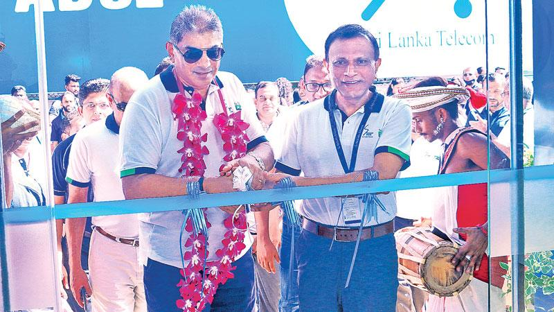 From left : Rohan Fernando, Chairman, SLT Group and Lalith Seneviratne –Director and Group Chief Executive Officer at the opening.