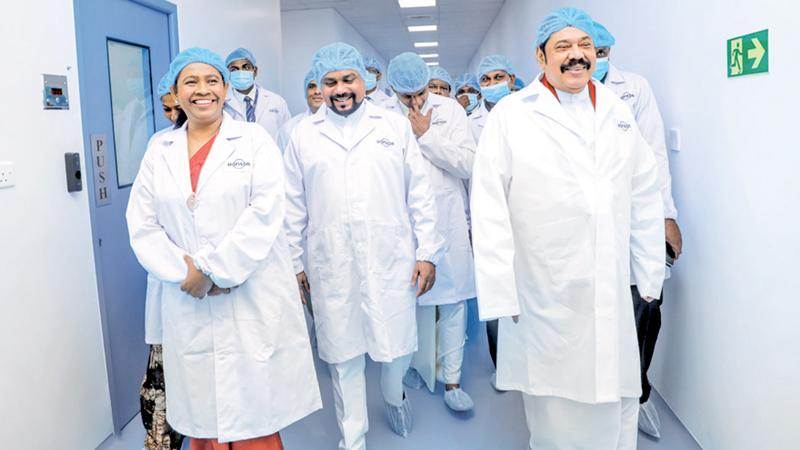 Prime Minister Mahinda Rajapaksa, Health Minister Pavithra Wanniarachchi and officials of Morison and Hemas Holdings at the facility.