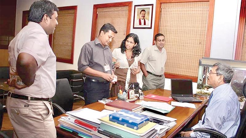 FLASHBACK:  Lake House defence journalists - the late Ranil Wijayapala (Daily News), Shanika Sriyananda (Sunday Observer) and Prasanna Fonseka (Silumina), led by Editor-in-Chief Dinesh Weerawansa, having a weekly discussion with the then Defence Secretary Gotabaya Rajapakse at the Defence Ministry in 2007