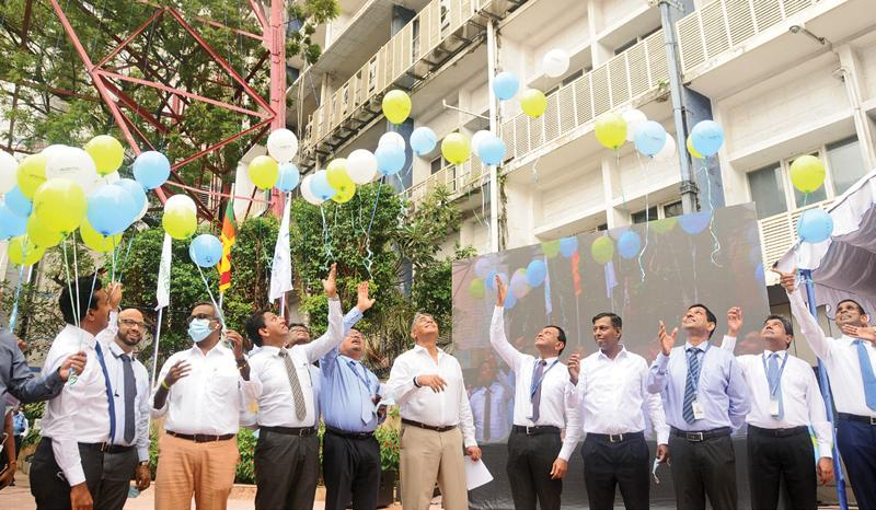 Sri Lanka Telecom and SLT Mobitel officials mark the historic occasion
