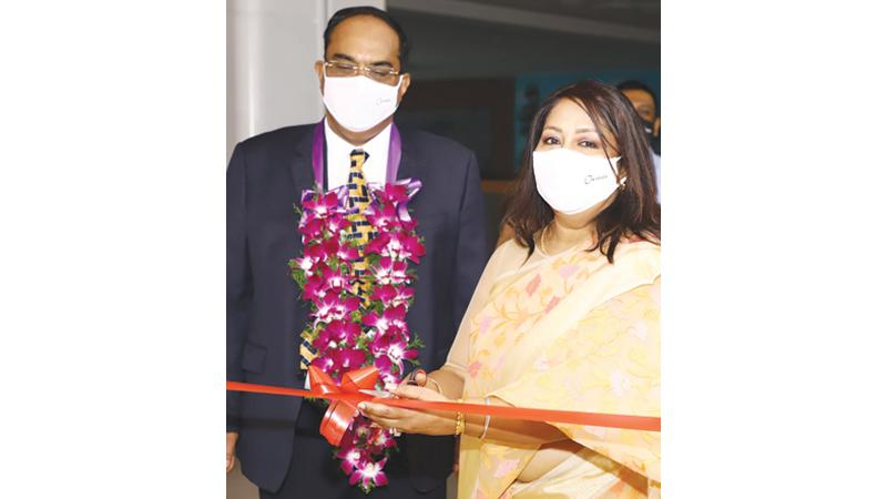 Chief Guest Mrs. Yogalathagini Thirukumar opens the centre.