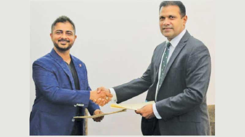 Jude Pillai, secretary SLR (right) receiving the sponsorship from managing director of EFL Saif Yusoof