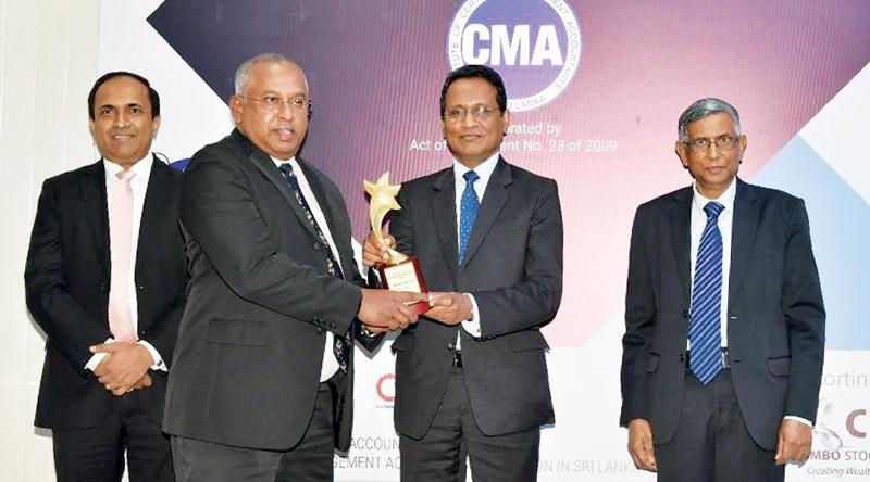 DIMO's Group CEO, Gahanath Pandithage receives the Overall Winner award.