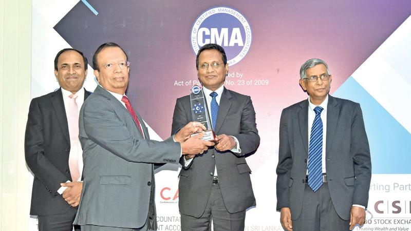 Ceylinco Life Director Palitha Jayawardena (second from left) accepts the CMA Integrated Reporting award on behalf of the company.