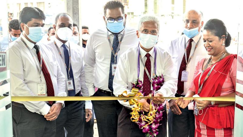 CEO Nalin Wijekoon and Senior Branch Manager Padmini Inamaluwacutting the ribbon at the Kurunegala People's Merchant Finance branch relocation ceremony