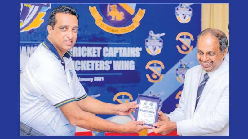 Dhammika Hewawasam (right) the principal of St. Thomas' College Matale receiving a Token of Appreciation at the inauguration of the Thomians Cricket Wing