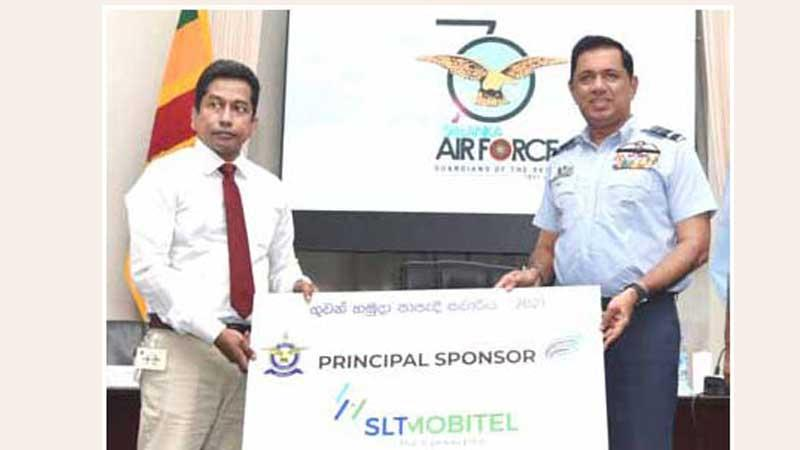 Commander of the Sri Lanka Air Force Air Marshal Sudharshana Pathirana (right) receiving the sponsorship cheque from head of Project Management Nalin D. Gamage at the press briefing held to announce the 'Guwan Hamuda Cycle Savariya' at the SLAF Auditorium in Colombo on Wednesday (Pic by Samantha Weerasiri)