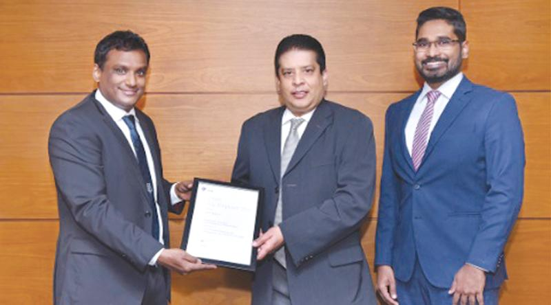 From left: Senior Vice President Human Resources, DFCC Bank,Sonali Jayasinghe, Director and CEO, DFCC Bank, Lakshman Silva and Vice President Marketing and Sustainability DFCC Bank Nilmini Gunaratne,with the memento.