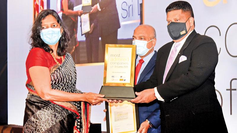 Group Managing Director of CBL Group, Sheamalee Wickramasingha receives the award on behalf of CBL.