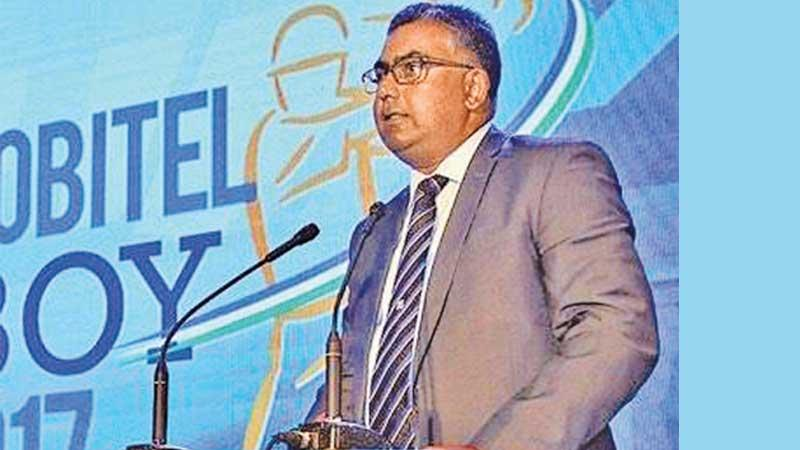 Former winner as chief guest! Gurusinha addressing the 39th Observer-Mobitel Cricketer of the Year as the Chief Guest