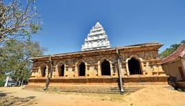 The exterior view of the Galmaduwa Vihara with its gopuram like tomb