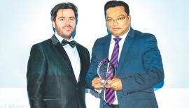 Mobitel Head of Administration, Wajira Perera receives the award on behalf of Mobitel for 'Company of the Year for Innovation' from the President of the LeFonti Group Guido Giommi at the IAIR Awards 2017 in Hong Kong.